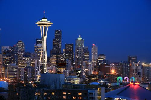 スペースニードルが美しいシアトルの夜景です。