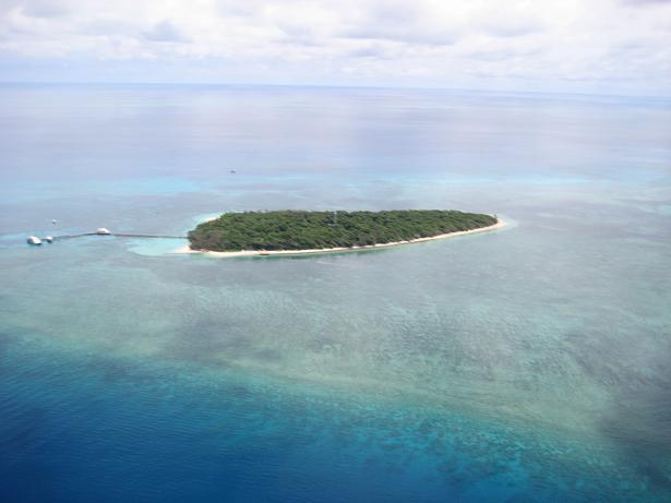 グリーン島がサンゴに浮かぶ島だというのが良く分かります