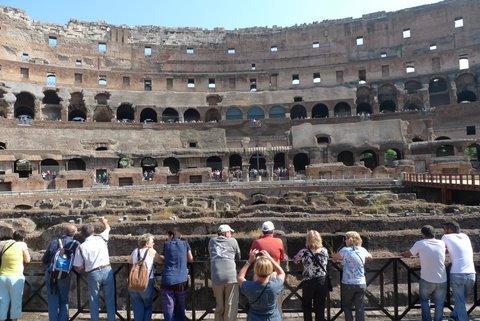 ローマ観光の必見スポット、コロッセオに並ばずに入場!
