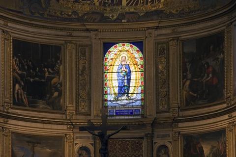 ピサの大聖堂のステンドグラス