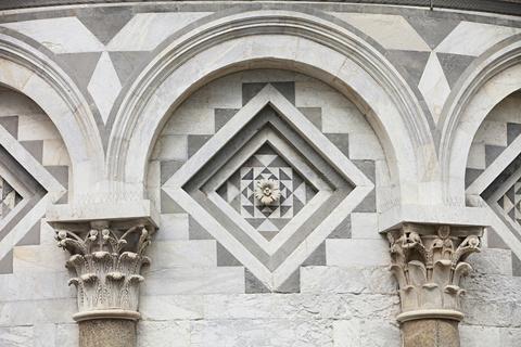 ピサの大聖堂の壁面
