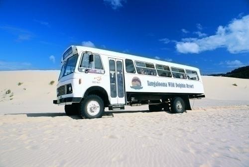 この大型4WDで砂丘へ向います