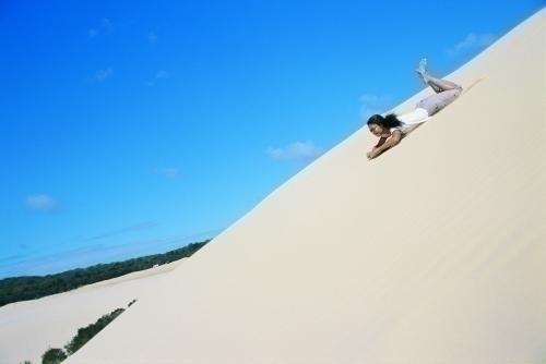 大砂丘での砂すべりは迫力満点