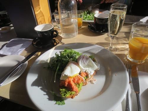 シャンペン付きの朝食の一例