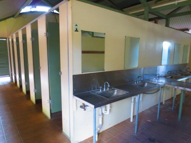 シャワー・トイレの建物内部の例