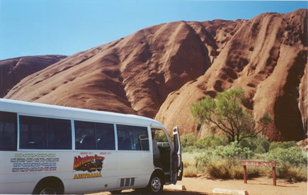 こんなバスで少人数でまわります