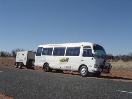 こんなバスでツアーは催行されます