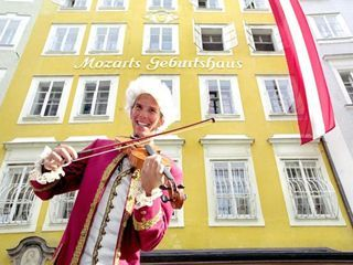 モーツァルトの生家には4月から10月のみ入場となります。   ©  tourismus salzburg