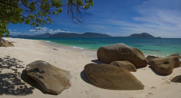 静かな島内では波の音だけがBGMです