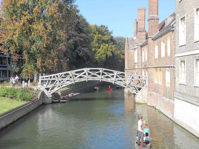 ケム川にかかる橋、絵になります