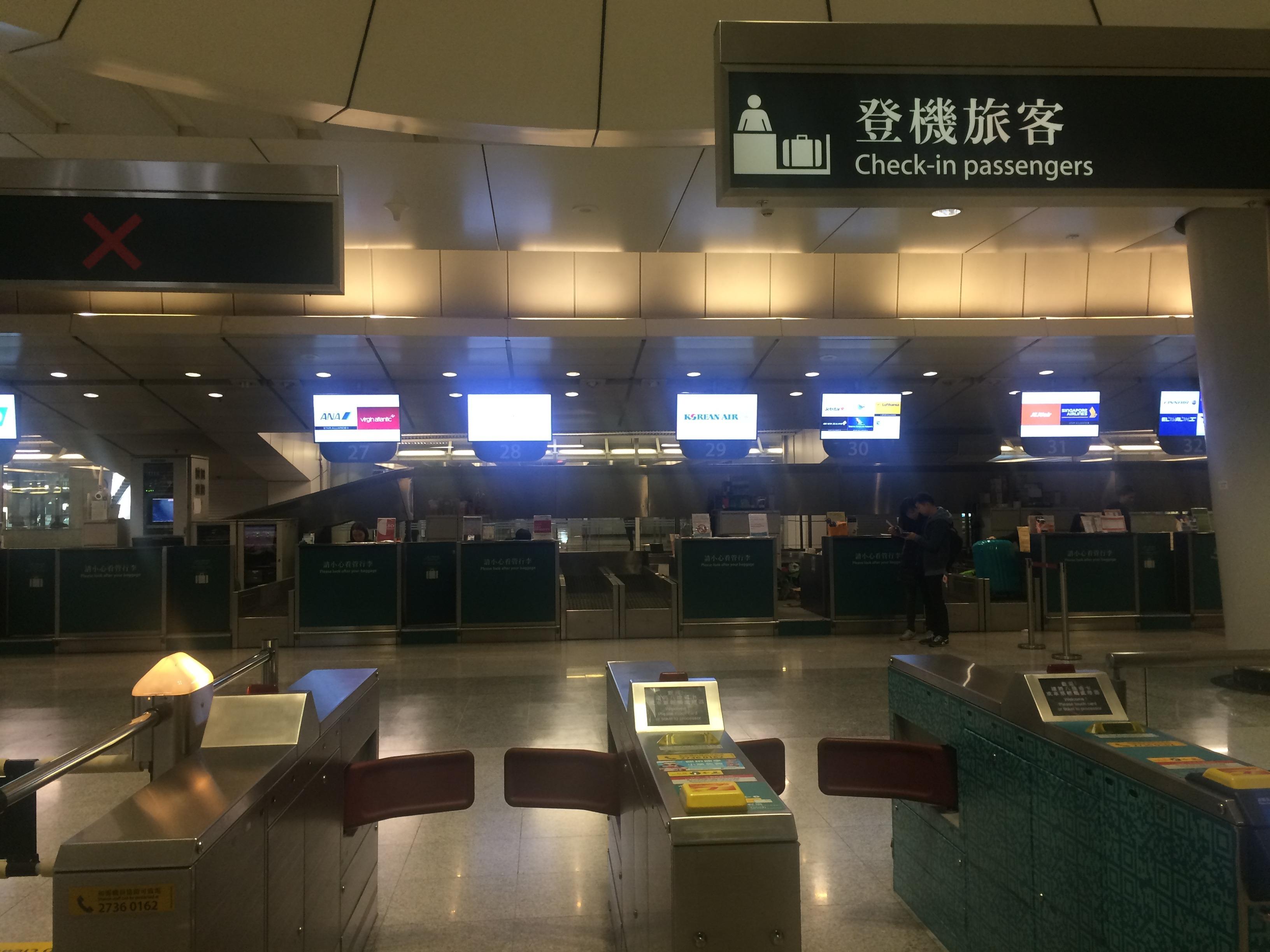 香港駅とカオルーン駅にはそれぞれ航空会社のチェックインカウンターがあります。重いスーツケースはここで預けてチェックインも済ませ、身軽になって空港へ行きましょう!