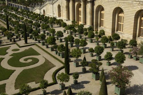 ルイ14世は自慢の庭園に「ベルサイユ庭園案内の手引き」というノートを残した