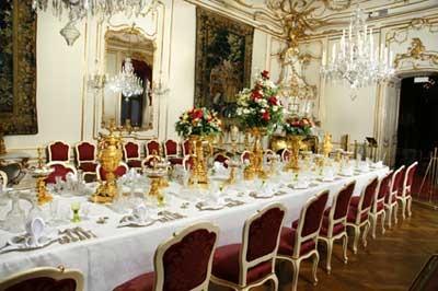 王宮内の食事の間