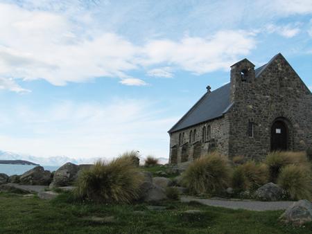 善き羊飼いの教会はテカポ湖の横に建っています