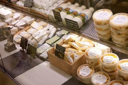 気に入ったチーズは購入可能です。