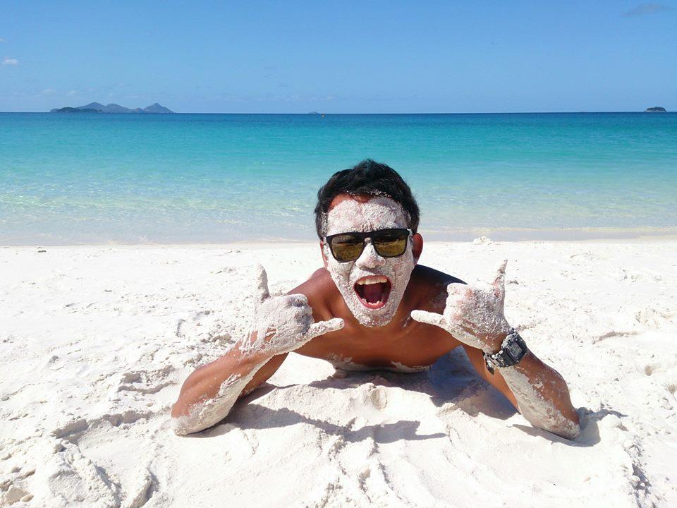 まさに真っ白な砂浜。ホワイトヘブンビーチの砂はこんなにきめ細かいパウダーサンド!
