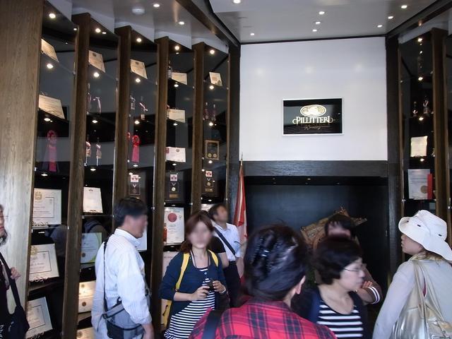 ナイアガラ1日観光では有名なカナダワインのワイナリーにも立ち寄ります