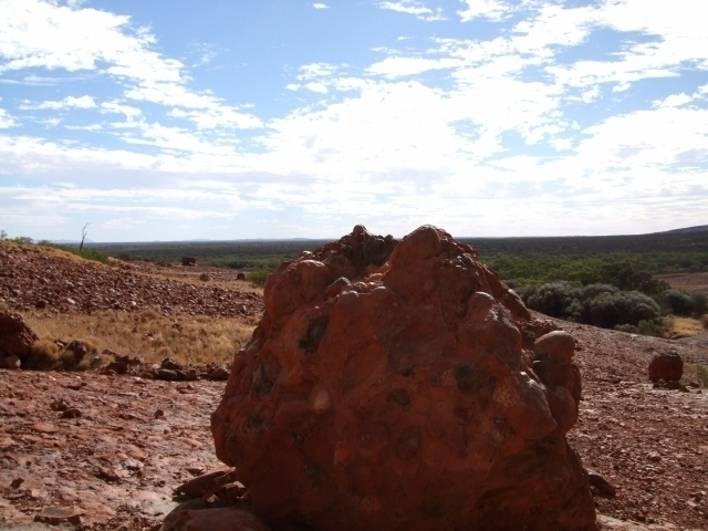 大きな岩がゴロゴロ落ちています