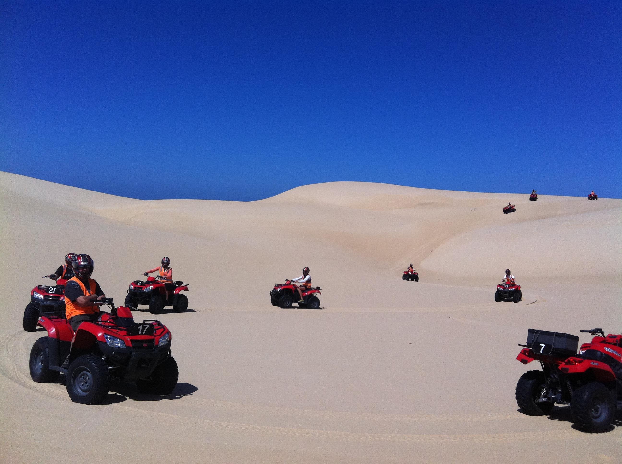 広大な砂丘で4輪バギーに挑戦!