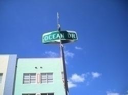 マイアミサウスビーチの目抜き通りオーシャンドライブ