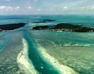 美しい海に浮かぶアイラモーダ島