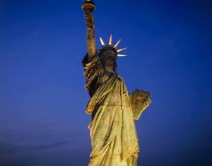 ライトアップされた自由の女神