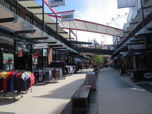 ハーバー・タウン・ショッピング・センター内にありますので、お買い物がてら観覧車に乗るのもいいかも?!