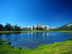 澄み渡るような美しいヨセミテの湖