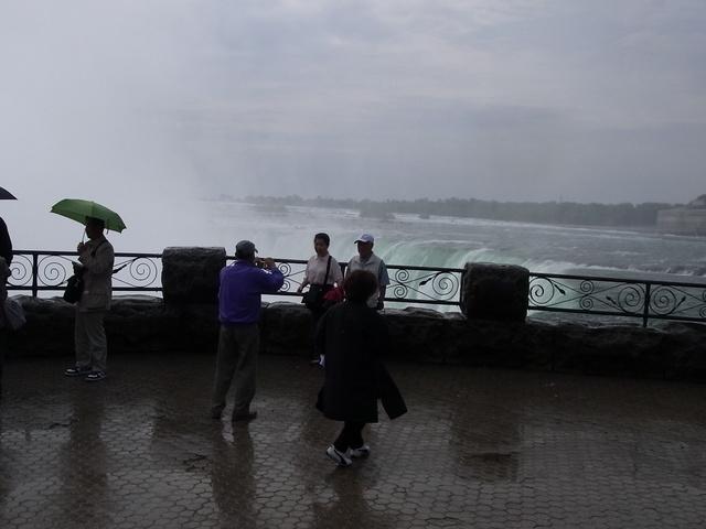 テーブルロックからカナダ滝の眺め