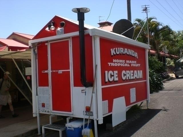 キュランダ村では有名なアイスクリーム屋さん