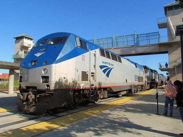 7:47am発 San Joaquin Train 710番の列車でマーセドへ。