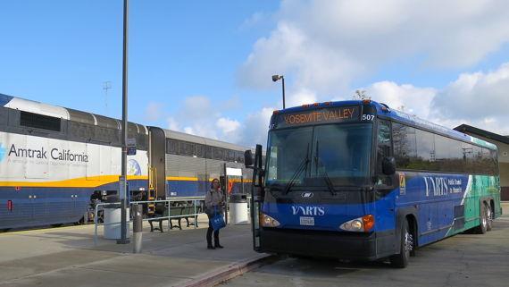 ヤーツバスに乗り換え、10:55amヨセミテへ向け出発