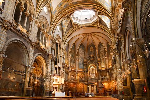 サンタ・マリア・モンセラート修道院付属の大聖堂。