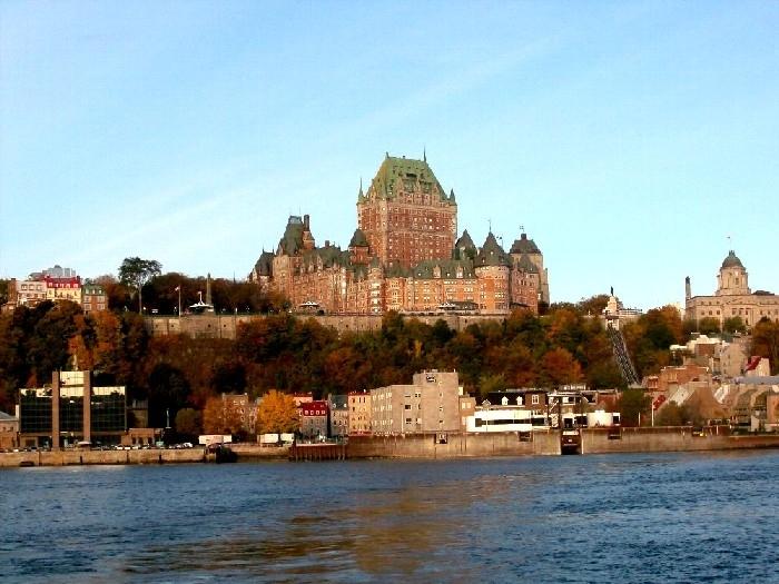 中世のお城のようなシャトー・フロンテナック