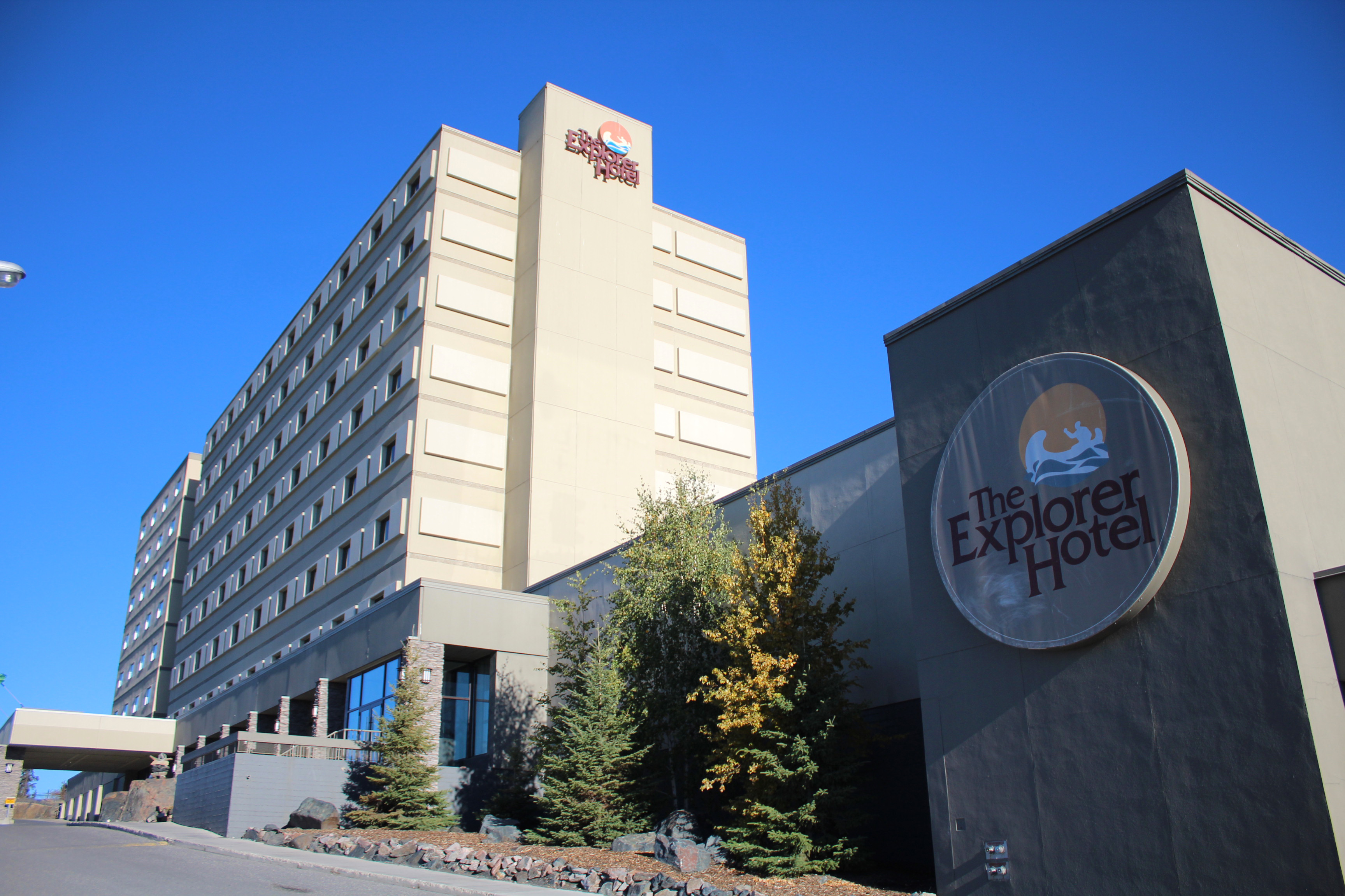 デラックスクラスホテル一例: エキスプローラーホテル(外観)
