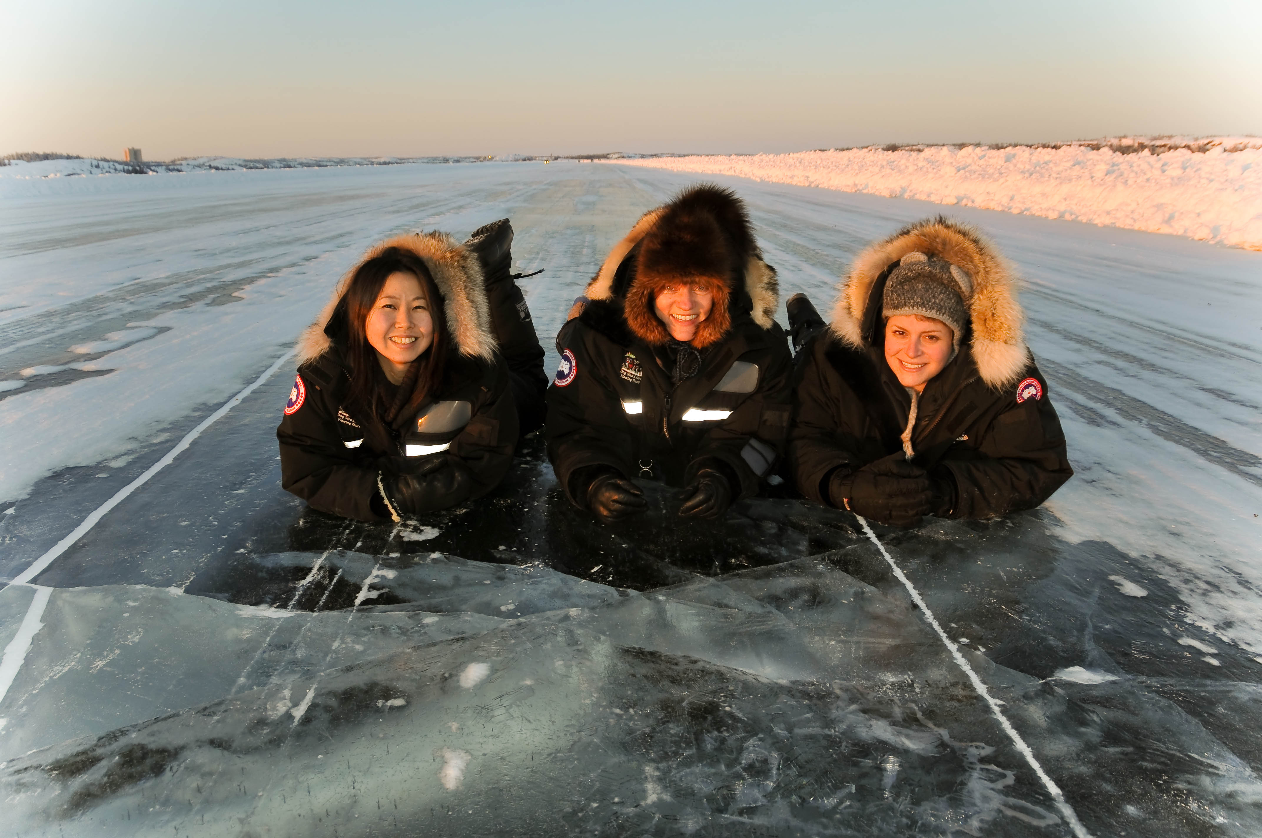 市内観光で訪れるアイスロードの上でパシャリ!湖が完全に凍って出来た国道なんです!(オプショナルツアー)