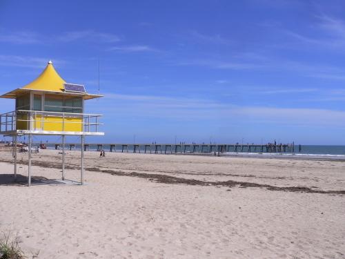 グレネルグビーチ (アデレードからトラムで20分)
