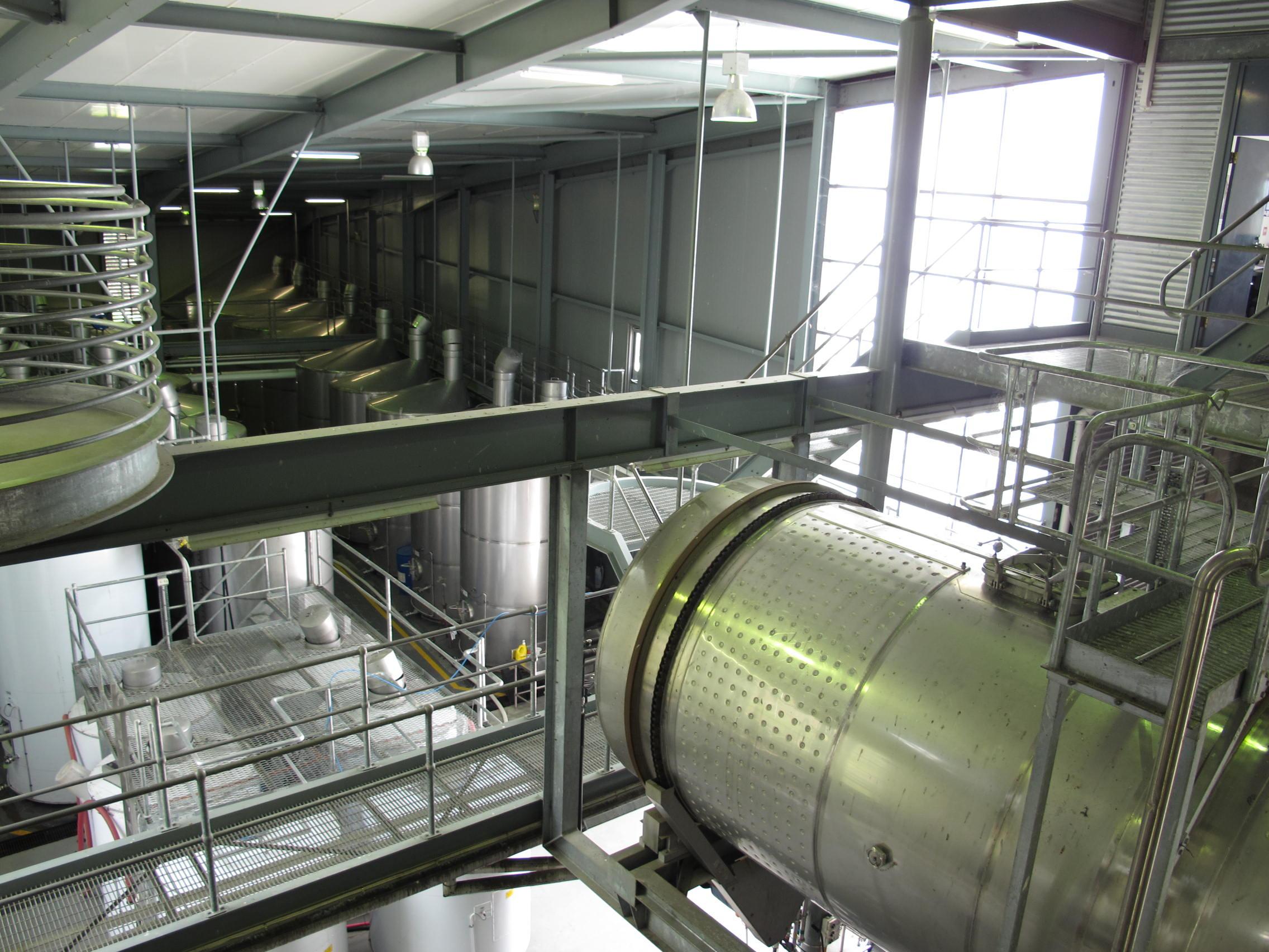 中の工場見学の様子