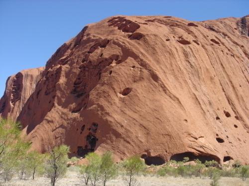 巨大な1枚岩のウルル