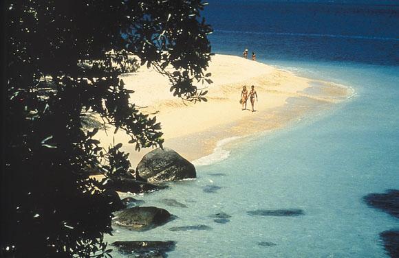静かで開放的なビーチ