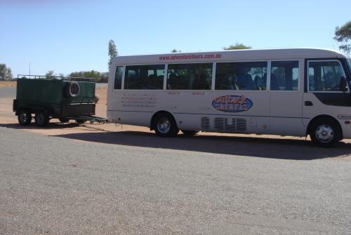 こんなバスで少人数ツアーです