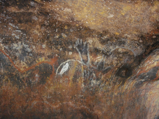 ウルル(エアーズロック)の麓にあるアボリジニーの壁画