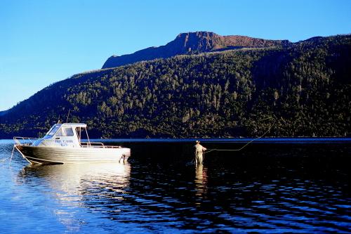 セントクレア湖(深さはオーストラリア最深)
