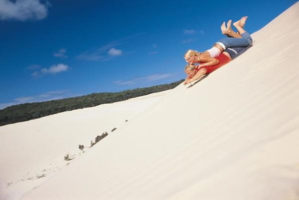 砂丘で砂すべりにトライ!