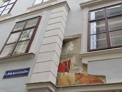ベッカーストラッセで見られる建物の壁画
