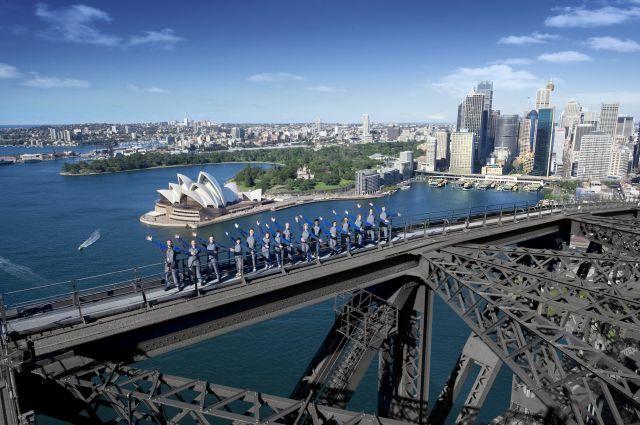 足元にはシドニー湾が広がります
