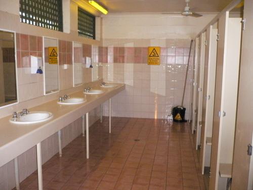 キャンプ場のトイレ、シャワー設備