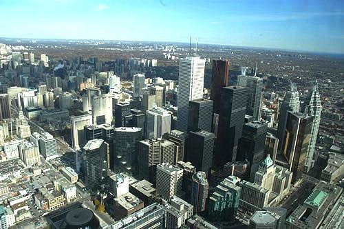 タワーから見たトロント(トロント観光局写真提供)