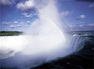 レストランからも滝がばっちりだよ。(ナイアガラ観光局写真提供)