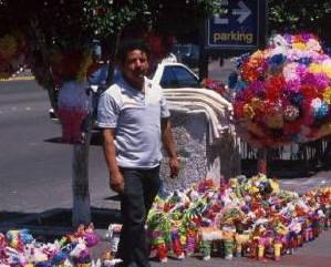 メキシコ名物のピニャータ